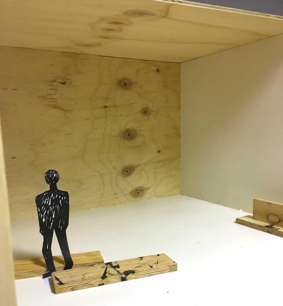 Plywood och figur.